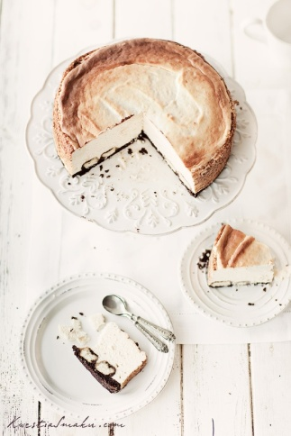 Amaretto CheesecakeSource: http://www.kwestiasmaku.com/